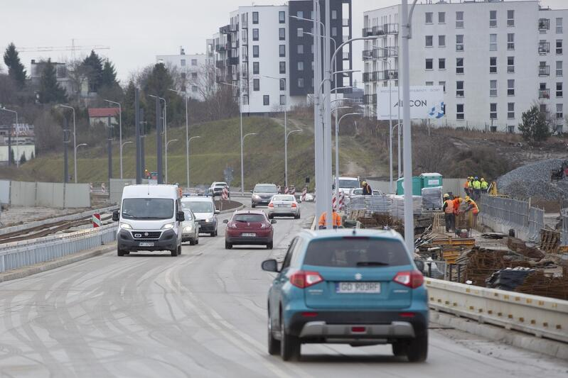 Samochody jadą już po nowym wiadukcie