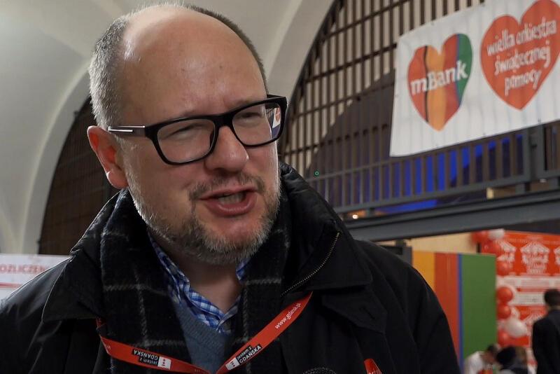Paweł Adamowicz udziela wywiadu podczas 27. Finału WOŚP