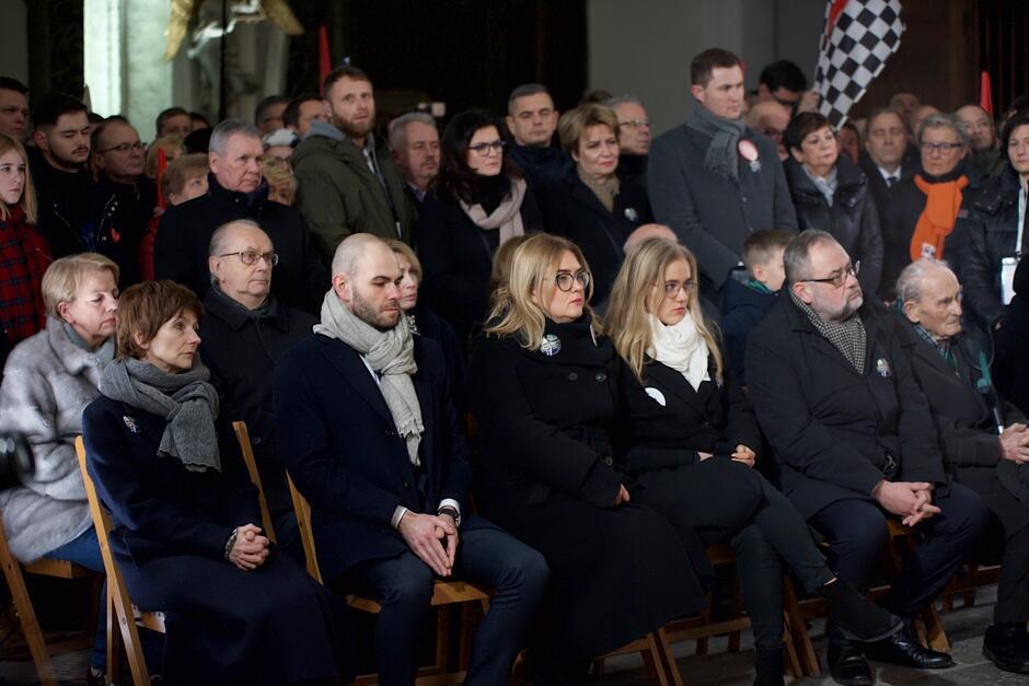 W modlitwie uczestniczyli najbliżsi prezydenta Pawła Adamowicza, a także władze Gdańska i prezydenci oraz burmistrzowie wielu polskich miast