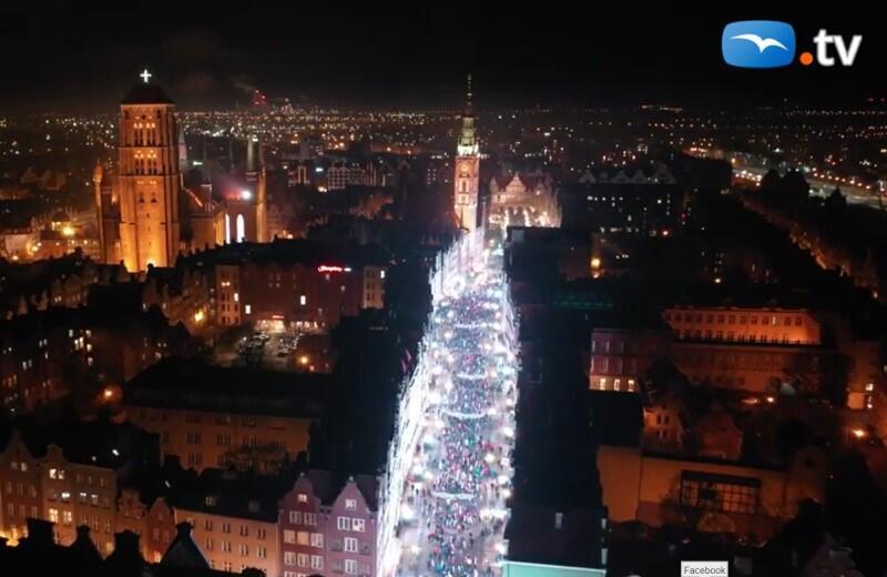 Kadr z filmu Światełka dla prezydenta Pawła Adamowicza , który znajdziemy na portalu trojmiasto.pl