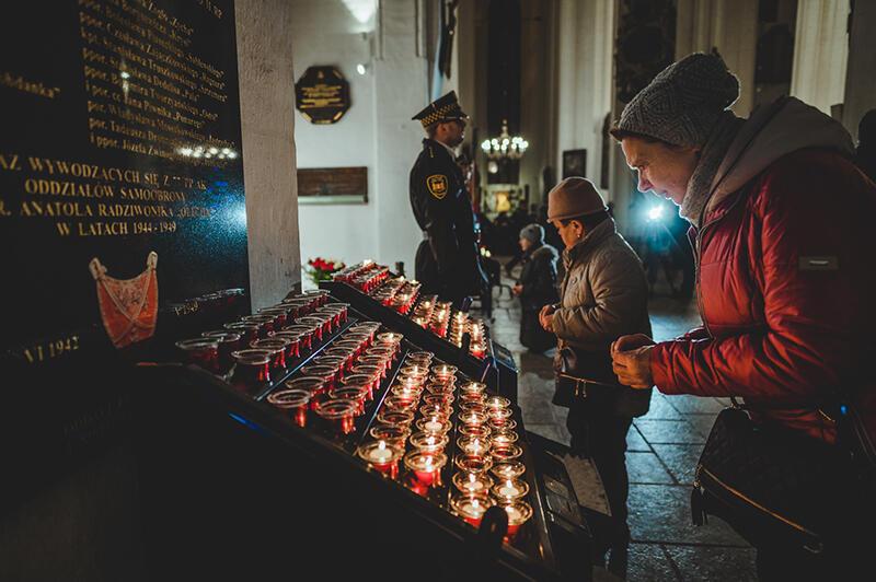 Po mszy św. obecni przeszli pod grób Pawła Adamowicza, który znajduje się w Bazylice Mariackiej