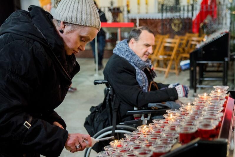 Teresa Wysocka i Paweł Rudziński, lekarze z Krakowa, specjalnie przyjechali do Gdańska na uroczystości upamiętniające prezydenta Pawła Adamowicza