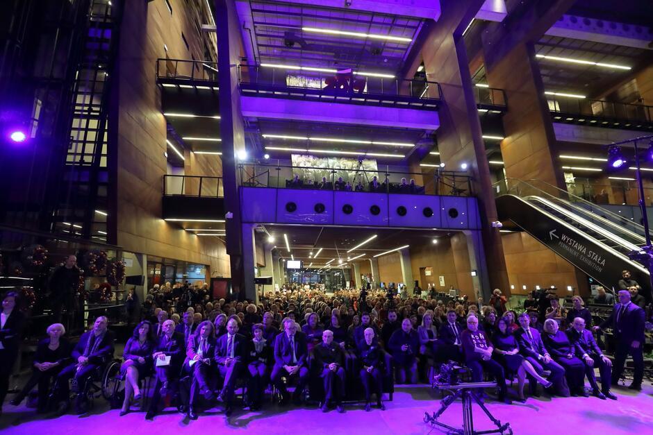 Krakowscy lekarze uczestniczyli też w wydarzeniach w Europejskim Centrum Solidarności (po lewej stronie)