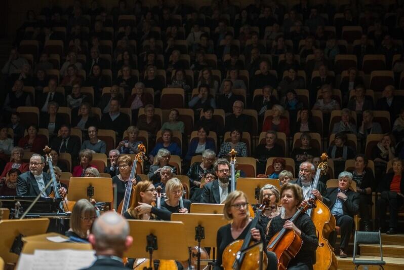 Repertuar organizowanych od 13 lat w Gdańsku koncertów dla babci i dziadka jest zróżnicowany, zdjęcie z koncertu pod hasłem `W melodii jest siła zamknięta` z 2018 r.