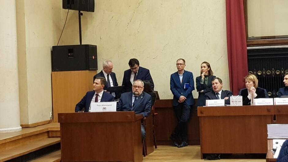 W sesji radnych Warszawy wzięli udział: Piotr Adamowicz, brat prezydenta Gdańska oraz Piotr Grzelak, Zastępca Prezydent Gdańska