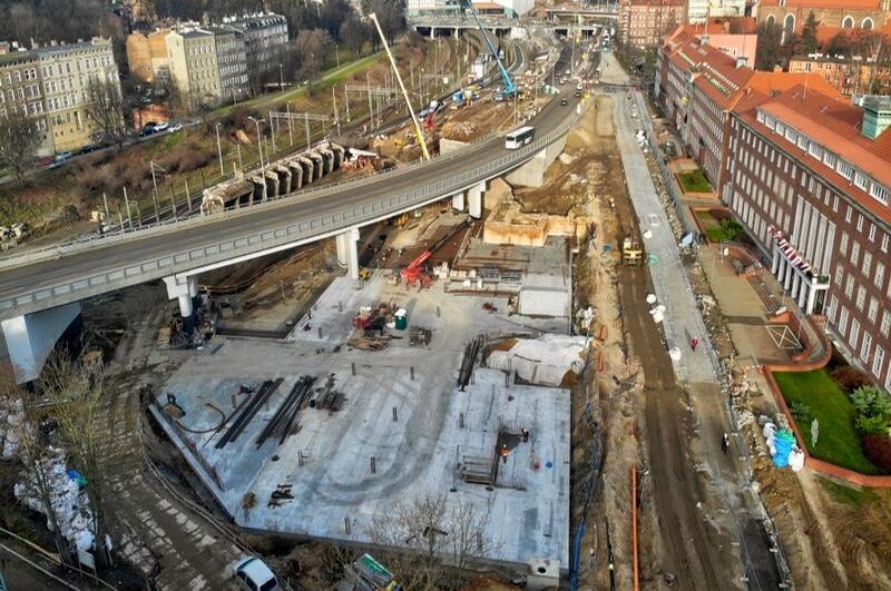 Widoczne są już fundamenty parkingu kubaturowego