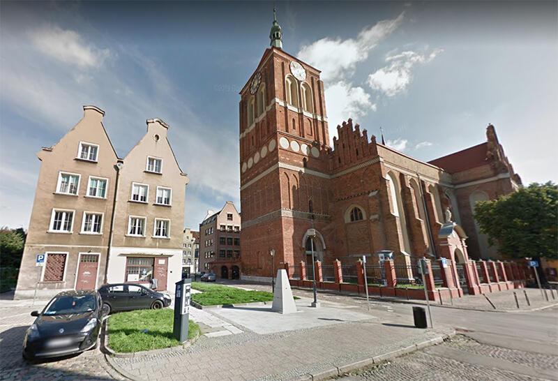 Pomnik Lecha Bądkowskiego stanie na skwerku przy kościele św. Jana