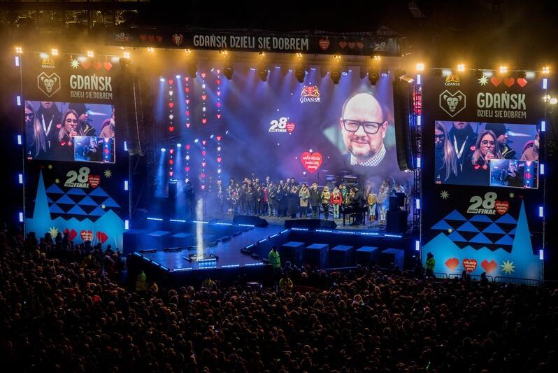 Światełko do Nieba , podczas którego wspomniano śp. prezydenta Pawła Adamowicza. Koncert w tym momencie oglądało na żywo przed Europejskim Centrum Solidarności 22 tys. osób.