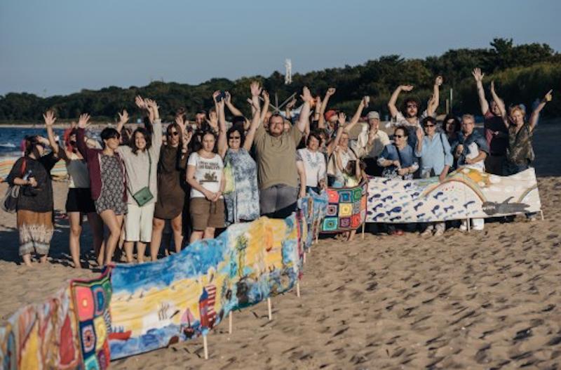 Prawdopodobnie najdłuższy parawan plażowy w Polsce jest bez wątpienia przedmiotem licytacji, która wywołuje szeroki uśmiech:)