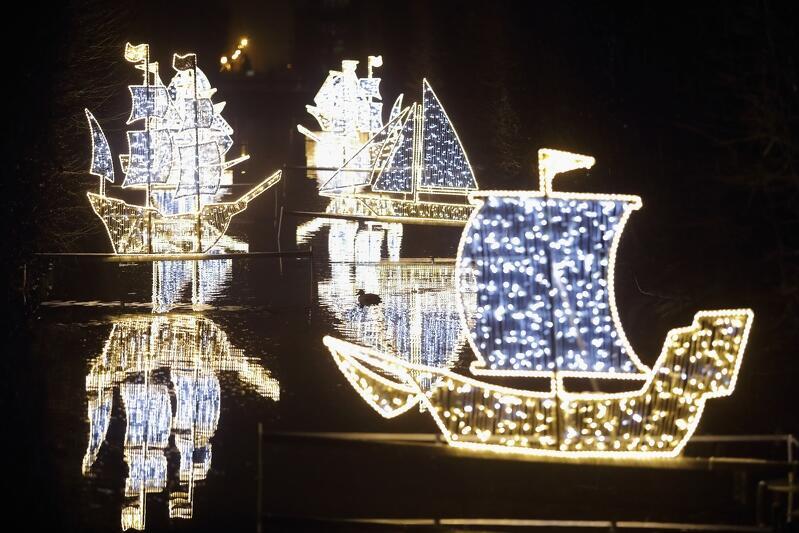 Siedemnastowieczne galeony to jedne z elementów iluminacji, które sprawiają, że Park Oliwski jest chętnie odwiedzanym miejscem do popołudniowych czy wieczornych spacerów