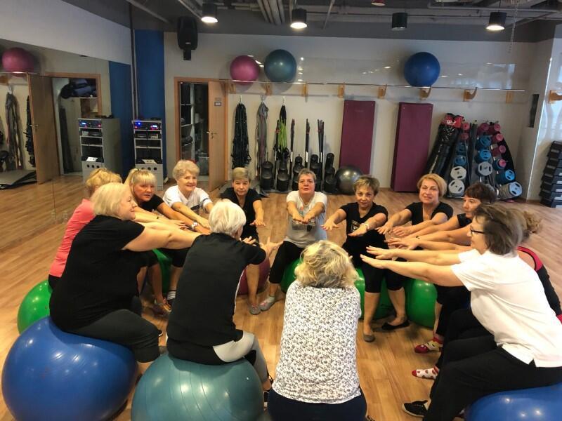 Zajęcia gimnastyki dla zdrowia w ramach Akademii Walki z Rakiem w gdańskiej Fundacji Hopsicyjnej