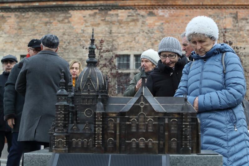 Modlitwą przy makiecie Wielkiej Synagogi w Gdańsku rozpoczęły się obchody Międzynarodowego Dnia Pamięci o Ofiarach Holokaustu