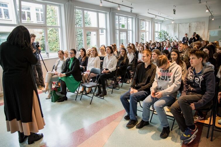 Młodzież interesowało m.in. czy prezydent Gdańska czuję presję bycia autorytetem. - Czuję samotność tego, kto musi podjąć decyzję, a potem wziąć to na klatę
