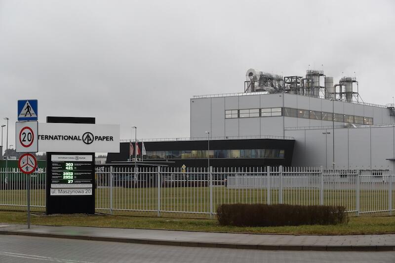 Weyerhaeuser (dzisiaj International Paper) to amerykański koncern, który jako pierwszy pojawił na terenach PPTM. Była to jednocześnie pierwsza fabryka Weyerhaeuser'a w Europie (po istniejącej w USA)