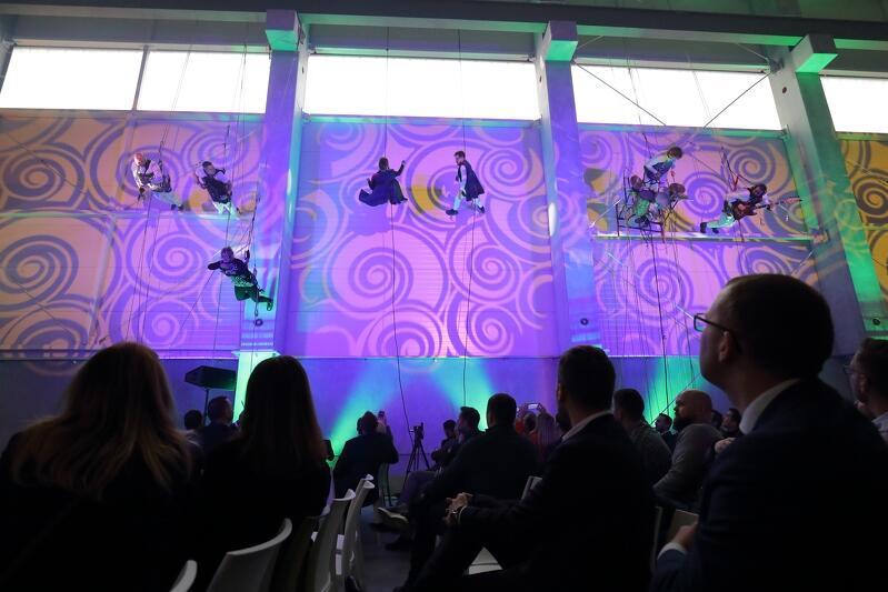 Otwarcie fabryki uświetnił wyjątkowy koncert na ścianie , który przygotowali: Ryszard Bazarnik z zespołem we współpracy z grupą taneczną Lineact pod przewodnictwem agencji artystycznej  Movytza