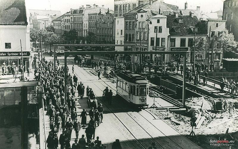 Fotografia z 1937 r. Rozbiórka mostu obrotowego