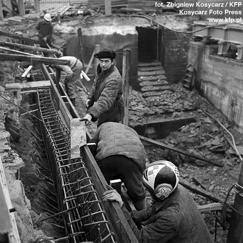 Budowa nowego Mostu Stągiewnego toczyła się w latach 1972-73