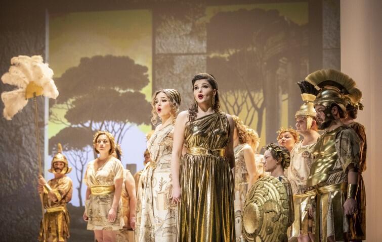 Operę Don Bucefalo  Antonio Cagnoni napisał jako 19 - letni młodzieniec. Na zdj.: Gabriela Gołaszewska (Agata) i Katarzyna Nowosad (Gianetta)