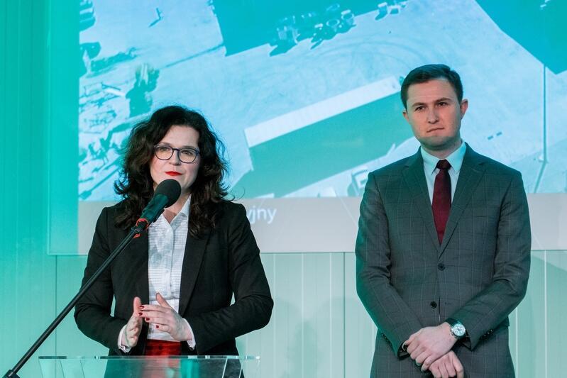 Prezydent Gdańska Aleksandra Dulkiewicz, z-ca prezydent Gdańska Piotr Grzelak podczas otwarcia nowej hermetycznej kompostowni w Zakładzie Utylizacyjnym