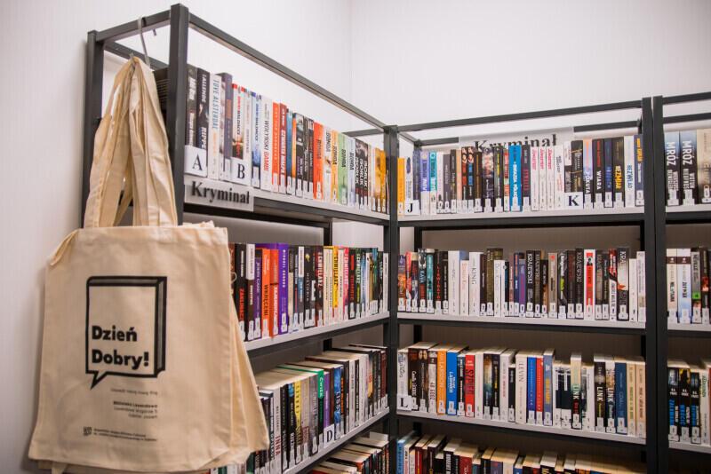 Biblioteka Lawendowa - mieści się w budynku niedawno otwartej Szkoły Podstawowej nr 6, przy ulicy Lawendowe Wzgórze 5 w Gdańsku Jasieniu