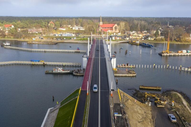 Most 100-lecia Odzyskania Niepodległości Polski zastąpił wysłużony most pontonowy. Został otwarty w listopadzie 2018 roku