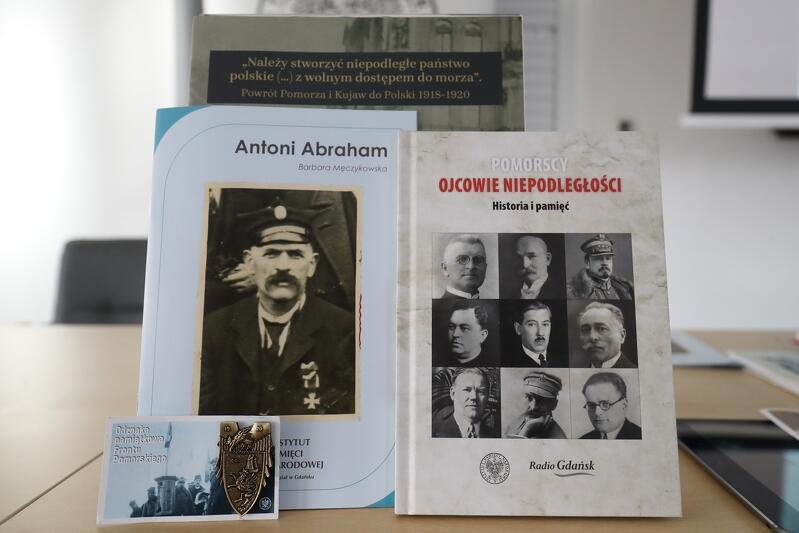 Wspólna interaktywna publikacja IPN Gdańsk i Radia Gdańsk pt. ,Pomorscy ojcowie niepodległości' oraz broszura poświęcona Antoniemu Abrahamowi