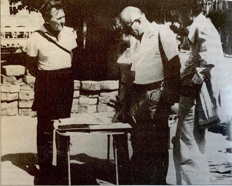 Bądkowski żywo interesował się prowadzonymi na Pomorzu badaniami archeologicznymi. Tu na wykopaliskach w Gniewie w 1978 r. Obok Lecha (pierwszy z lewej) stoją: Elżbieta Choińska, Andrzej Zbierski oraz Tomasz Zbierski