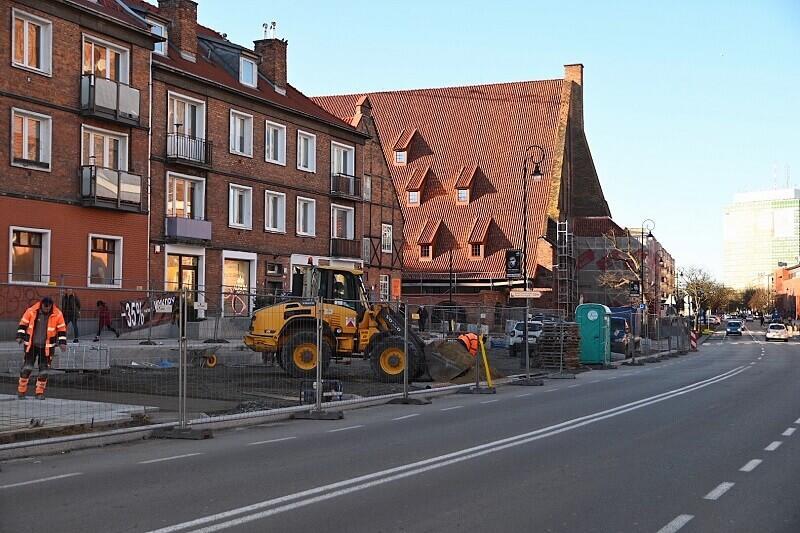 Modernizację skweru przy ul. Podmłyńskiej prowadzi Gdański Zarząd Dróg i Zieleni. W ramach inwestycji powstanie ogród deszczowy, stan prac z 5 lutego 2020 r.