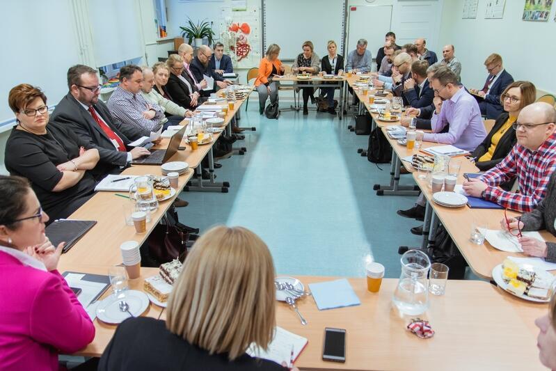 Prezydent Gdańska spotkała się w środę z radnymi dzielnicy Olszynki. Towarzyszyli jej dyrektorzy wydziałów Urzędu Miejskiego i prezesi miejskich spółek