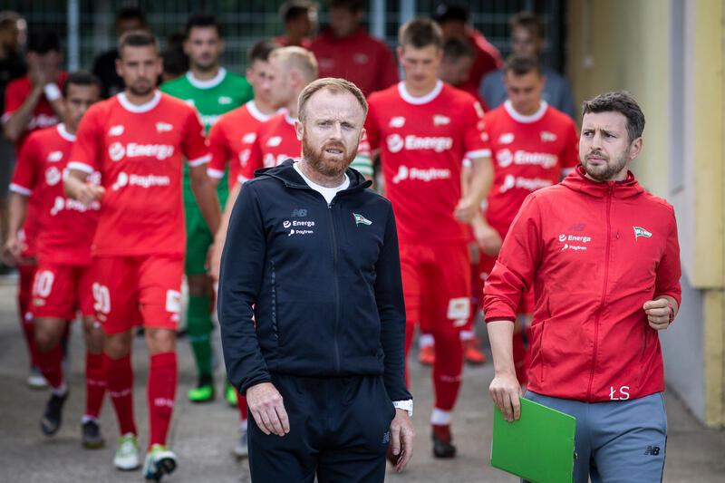 Lipiec 2019 roku, trener Piotr Stokowiec wyprowadza zespół Lechii na mecz towarzyski z Olympiakosem Pireus
