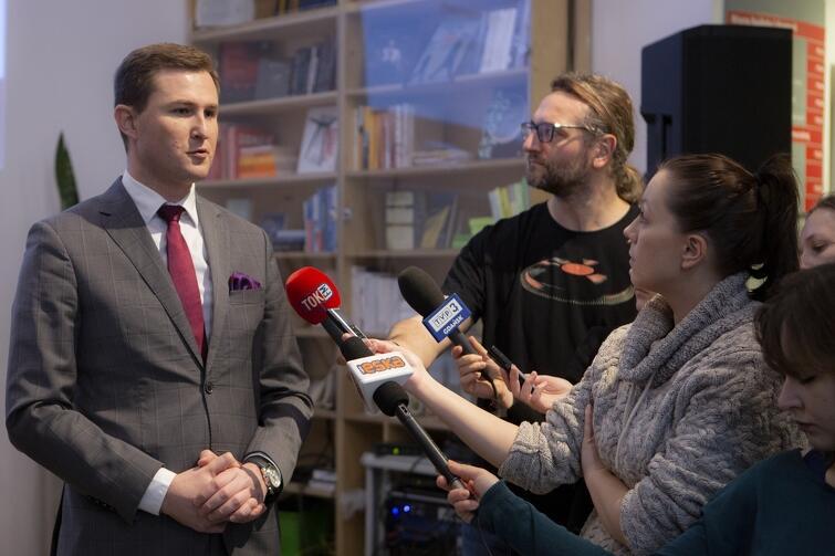 Piotr Grzelak, zastępca prezydent Gdańska, wyjaśniał 6 lutego zasady Śródmiejskiej Strefy Płatnego Parkowania