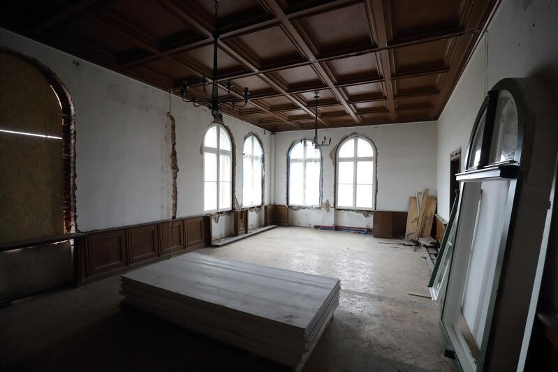 Oryginalny kasetonowy sufit w gabinecie dyrektora stoczni - najpierw Cesarskiej, a później Gdańskiej