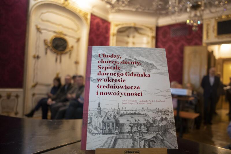 Książka Ubodzy, chorzy, sieroty. Szpitale dawnego Gdańska w okresie średniowiecza i nowożytności . Tej samej tematyce poświęcona jest wystawa w Domu Uphagena