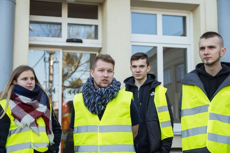 Krakusi w zajezdni Wrzeszcz, drugi od l. Damian Otwinowski, czwarty - Grzegorz Janik
