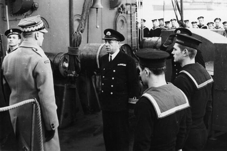 Kmdr Eugeniusz Pławski i gen. Władysław Sikorski na pokładzie ORP Piorun