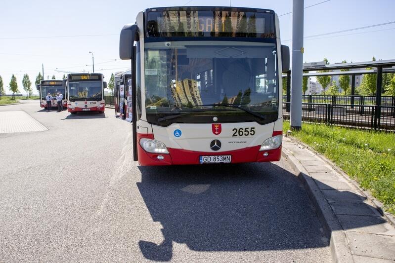 Autobusy przy pętli tramwajowej na Chełmie. Gdańszczanie za kilka miesięcy będą mogli korzystać z biletu metropolitalnego, podobnie jak mieszkańcy kilkunastu innych miast i gmin regionu