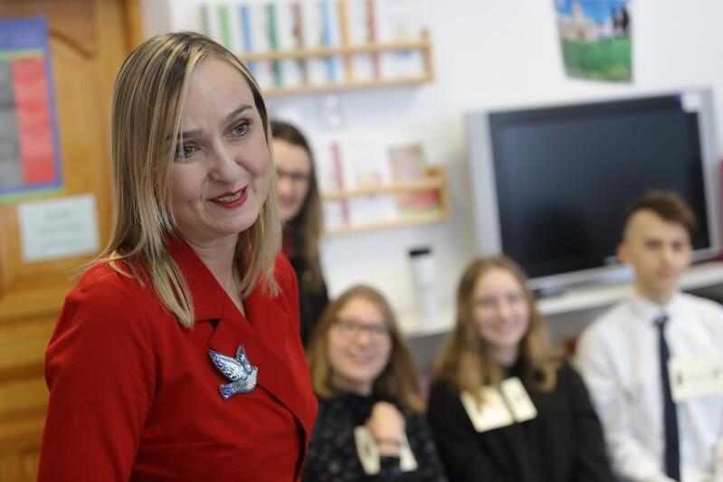 Anna Listewnik dyrektorka Szkoły Podstawowej nr 57 w Gdańsku, inicjatorka eksperymentalnego gruzińsko - polskiego kursu językowego