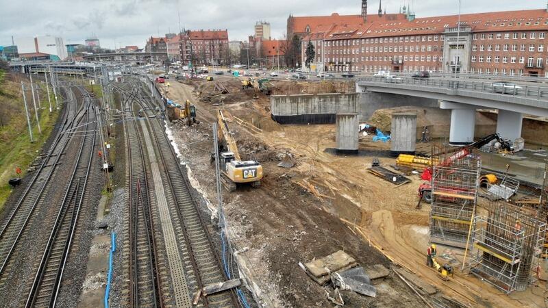 Na placu budowy zauważyć można już podpory pod nowy wiadukt