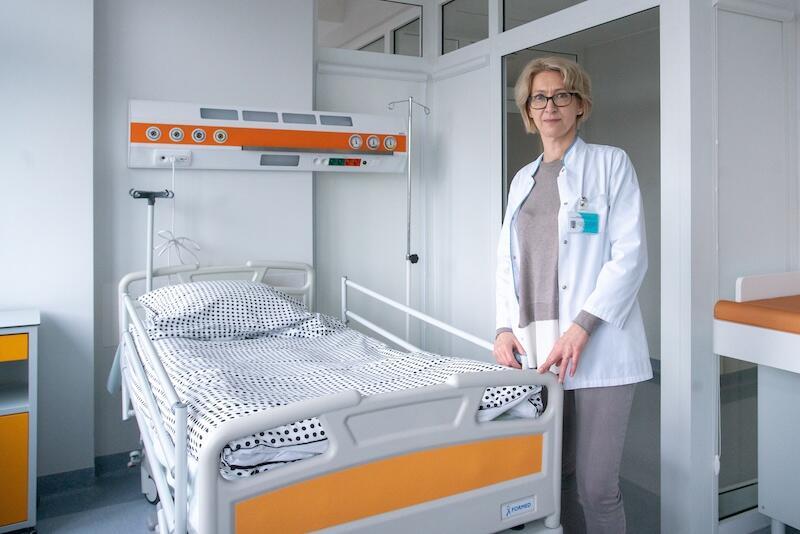 Tak wygląda jedna z 9 sal dostępnych dla chorych na mukowiscydozę. Nz. lek. med. Ewa Sapiejka, zastępca kierownika Oddziału Pediatrii i Mukowiscydozy