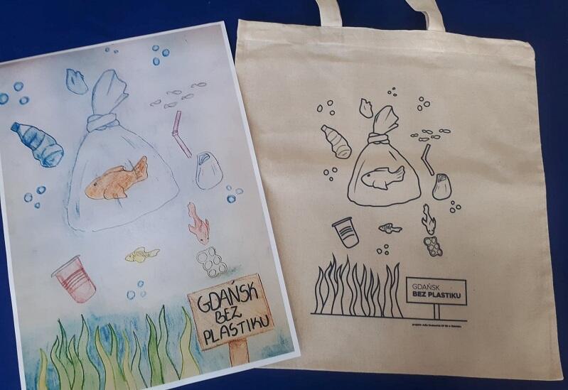 Projekt Julii Krakowiak na papierze i w wersji przeniesionej na płócienną torbę