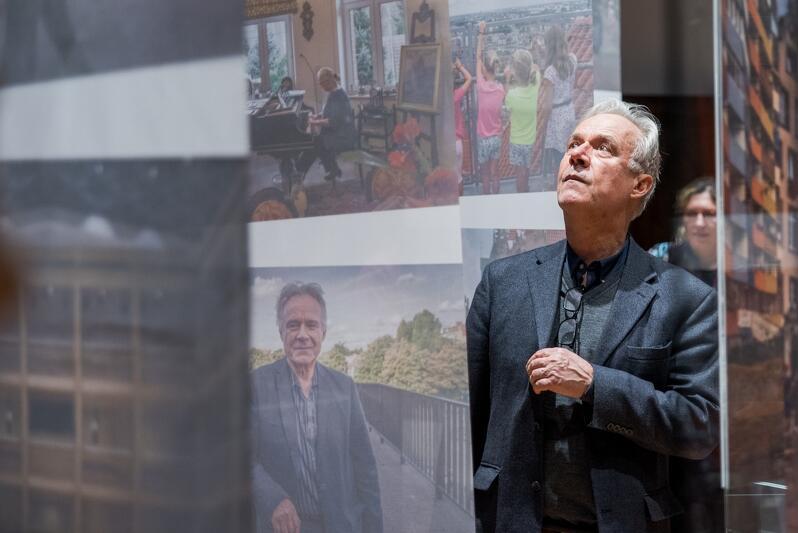 Prof. Jerzy Limon podczas wernisażu gdańskiej wystawy zdjęć Chrisa Niedenthala, w styczniu zeszłego roku