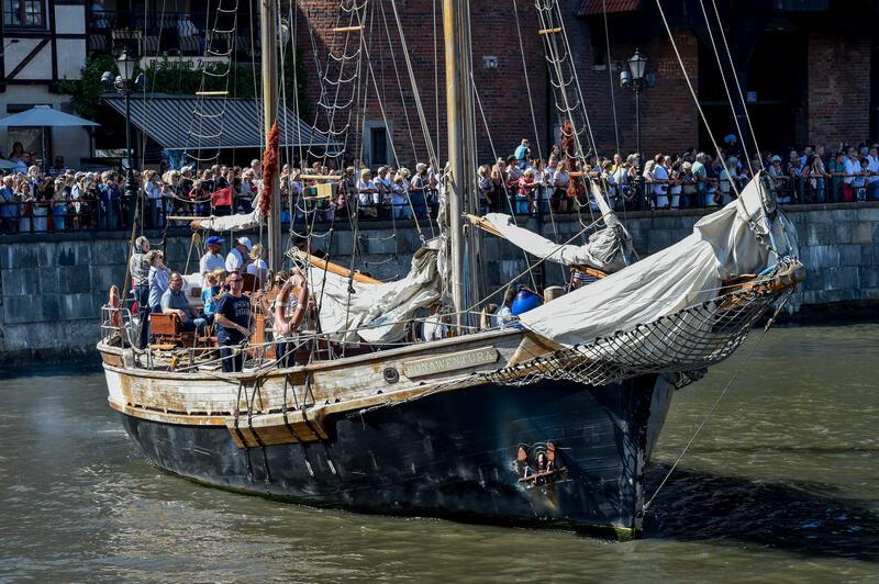 Jacht Bonaventura na Motławie podczas parady żaglowców Baltic Sail