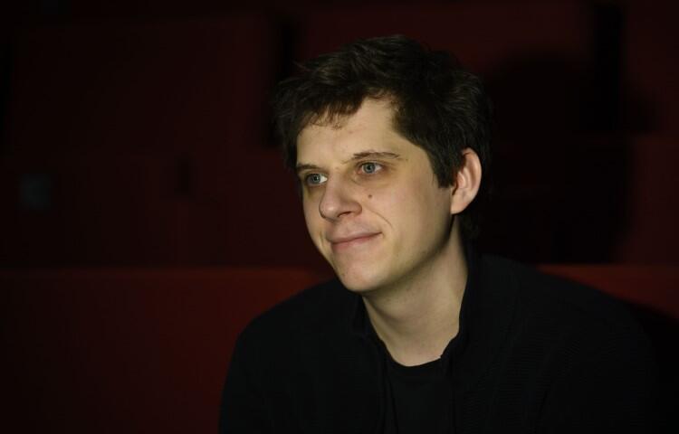 Spektakl reżyseruje Franciszek Szumiński (ur. 1993), absolwent krakowskiej AST, laureat Głównej Nagrody Ministra Kultury i Dziedzictwa Narodowego 8. Forum Młodej Reżyserii w 2018 roku