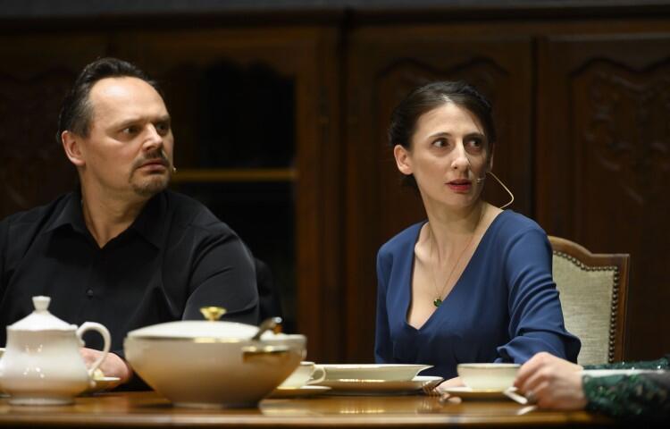 W spektaklu wystepują również: Katarzyna Z. Michalska - Liza Iwanowna, Piotr Łukawski - Fiodor Pietrowicz Pietryszczew (na zdjęciu) i Robert Ciszewski - Gierasim