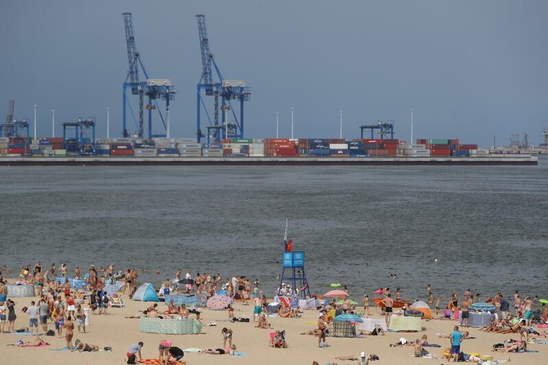 Plaża na Stogach, sezon wakacyjny w pełni