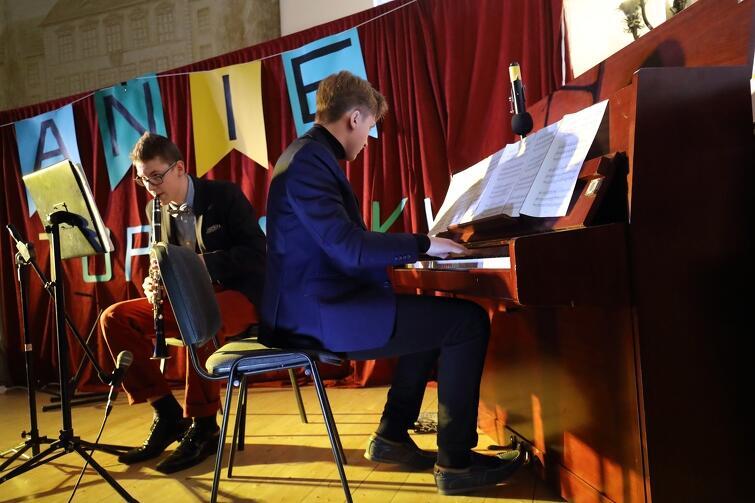 Uczniowie III LO zagrali w piątek, 21 lutego, koncert charytatywny