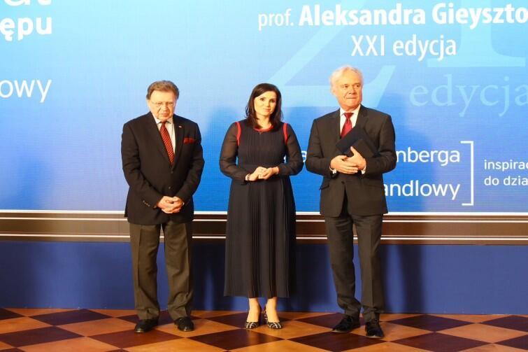 Prof. Jerzy Limon (po prawej) podczas gali wręczenia Nagrody im. Gieysztora. Wtorek, 25 lutego 2020 r., Zamek Królewski w Warszawie