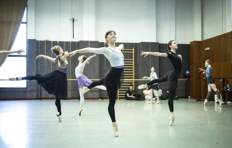 Sen nocy letniej w Operze Bałtyckiej. Próby baletu trwają już od wielu tygodni