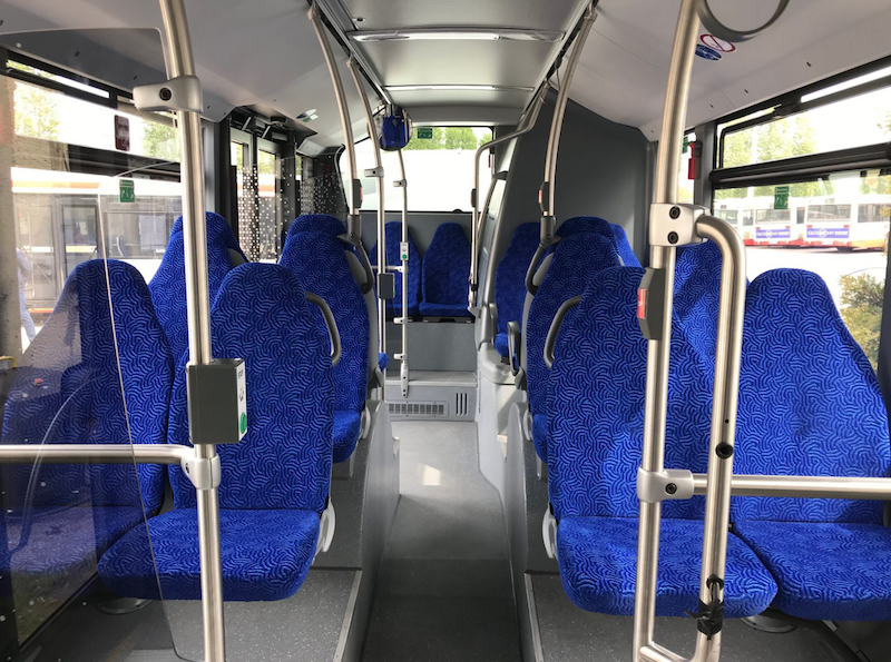 Elektryczny autobus ma 12 m. długości, ładowarki usb, systemy bezpieczeństwa, komfortowy system klimatyzacji. Przy intensywnym użytkowaniu w ruchu miejskim, na jednym ładowaniu jest w stanie przejechać około 140 km