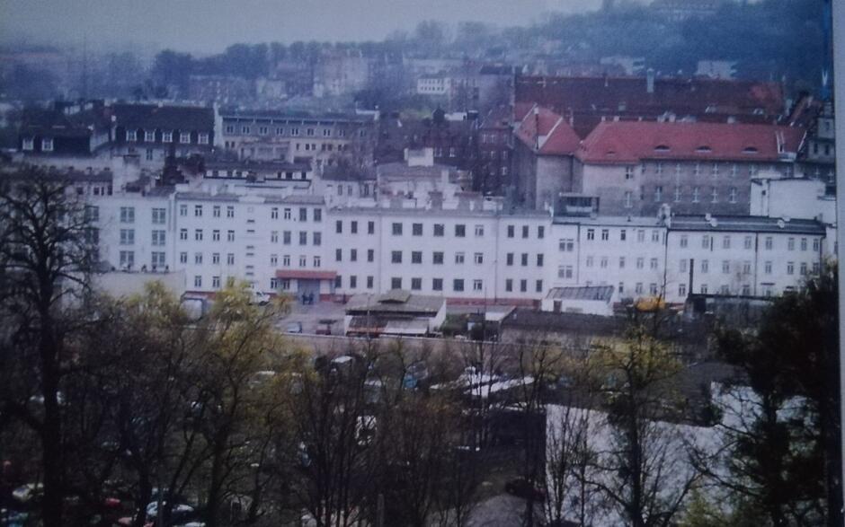 Fragment ulicy Kurkowej na terenie więzienia, widok z Grodziska; 2003